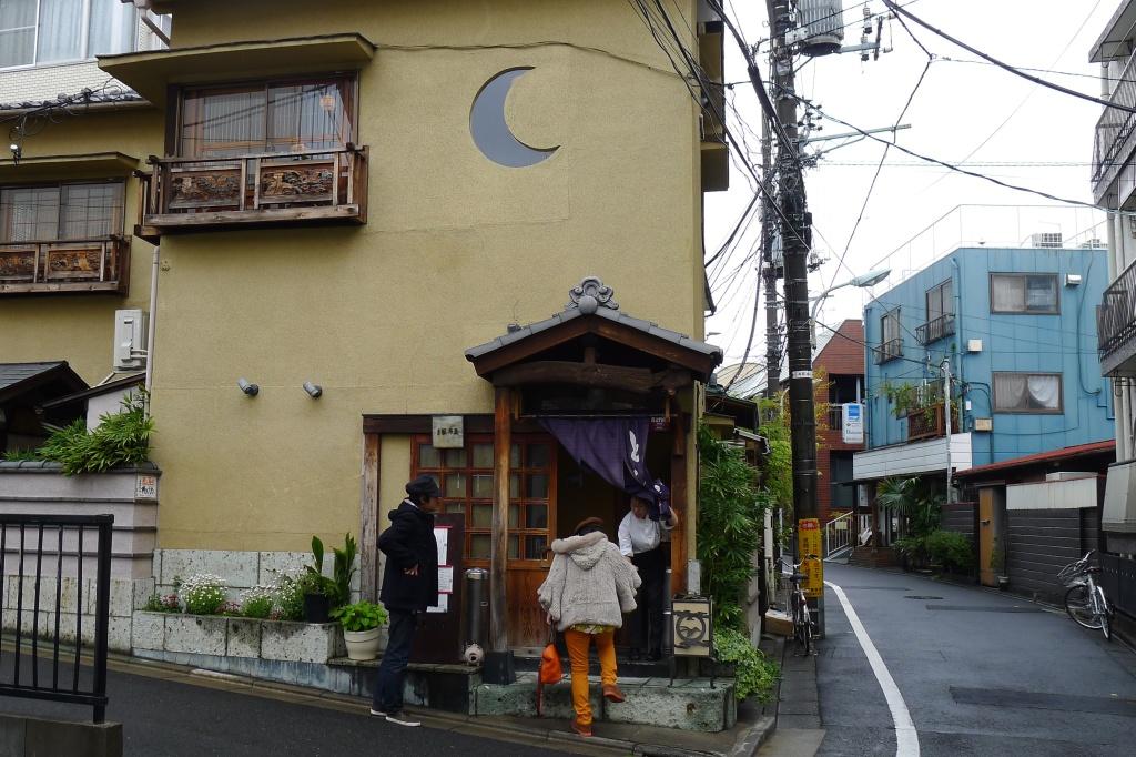 01 Butagumi - Exterior