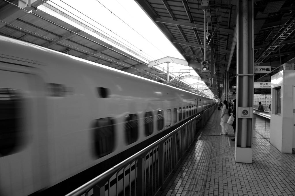 01 Shinkansen BW