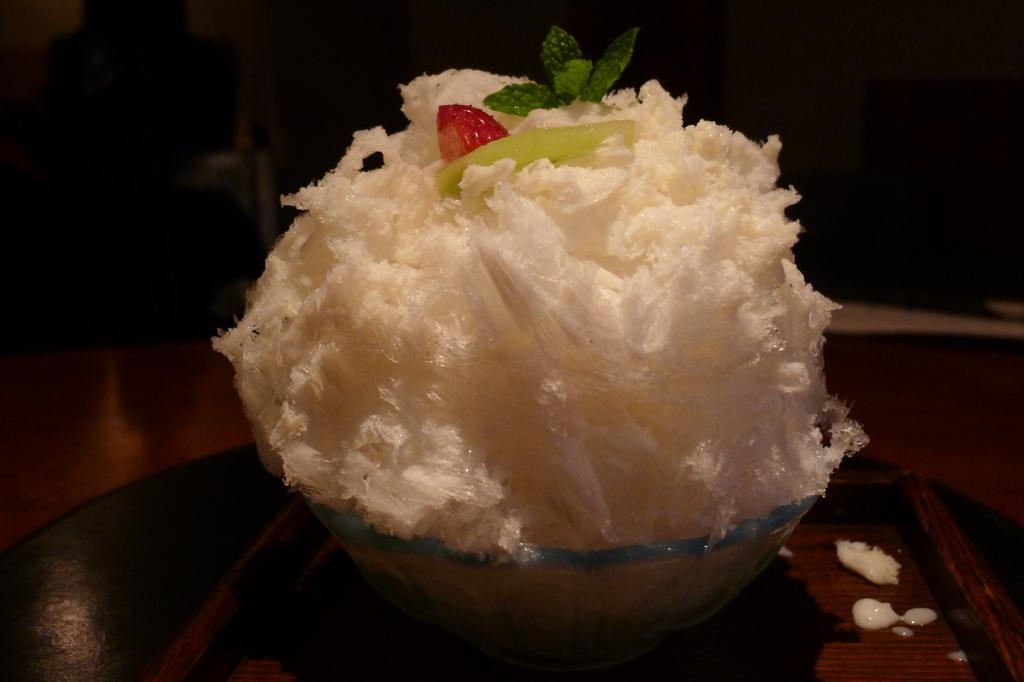29 Yoroniku - Shaved Ice with fruit